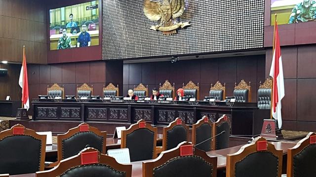 MK Gelar Sidang Perdana Permohonan UU KPK oleh Mahasiswa
