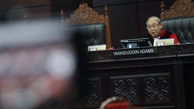 Hakim MK Wahiduddin Adams Sindir Jokowi yang Tak Teken Revisi UU KPK (1)