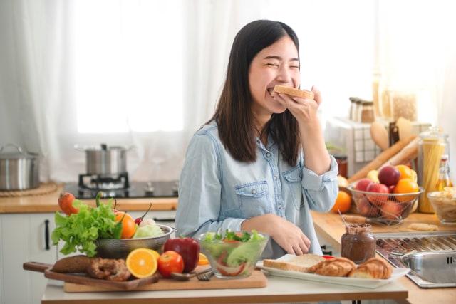4 Kebiasaan Sederhana di Pagi Hari yang Bisa Bikin Wajah Awet Muda (370280)