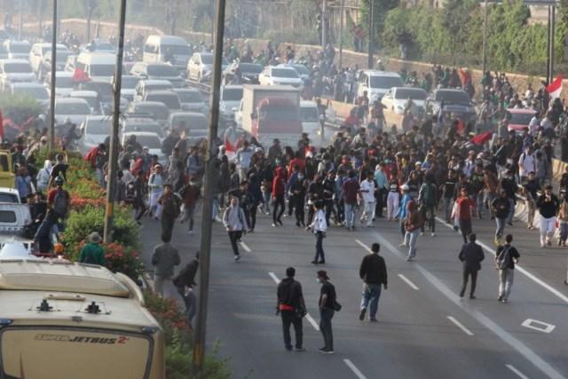 Demo STM Ricuh, Tol Dalam Kota Ditutup (9677)