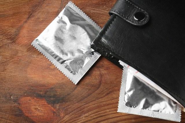 Beri Tahu Suami agar Tak Simpan Kondom di Dompet, Moms! Ini Alasannya (49898)