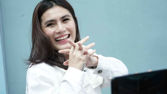 Artis Angela Lee saat ditemui wartawan seusai mengisi acara dikawasan Tendean, Jakarta, Selasa, (2/10)