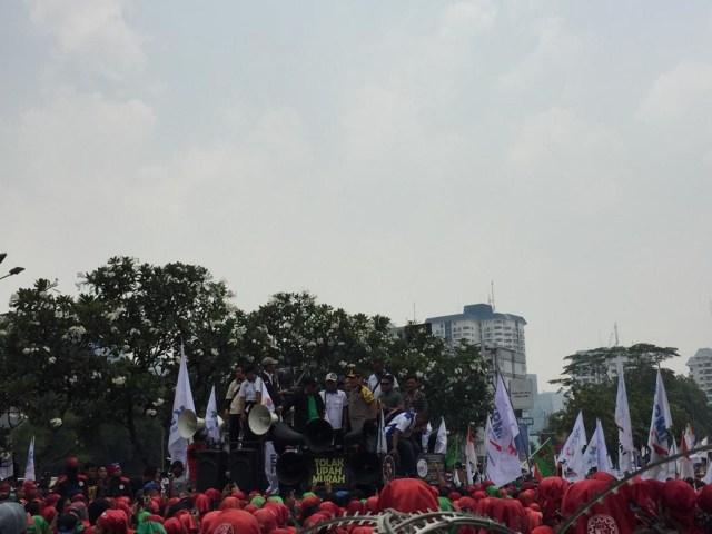 Giliran Buruh yang Berdemo (106247)