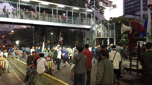Demo Mahasiswa di Jalan Medan Merdeka Barat Membubarkan Diri (95221)