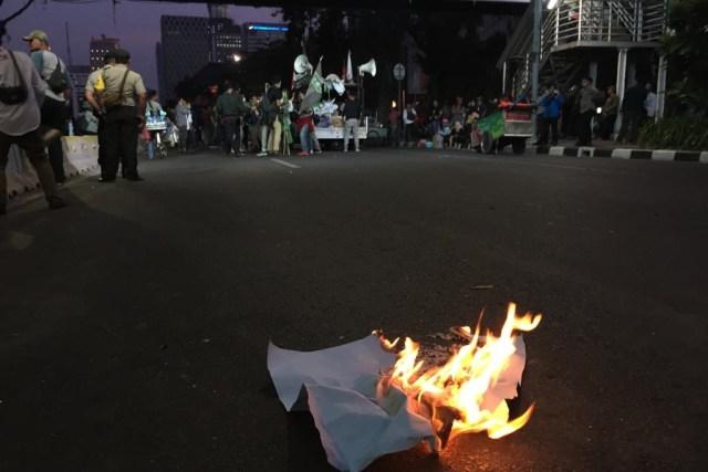 Demo Mahasiswa di Jalan Medan Merdeka Barat Membubarkan Diri (95220)