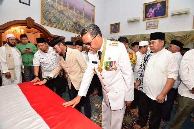 Mantan Gubernur Sulsel HZB Palaguna Dimakamkan di Bone (1250539)