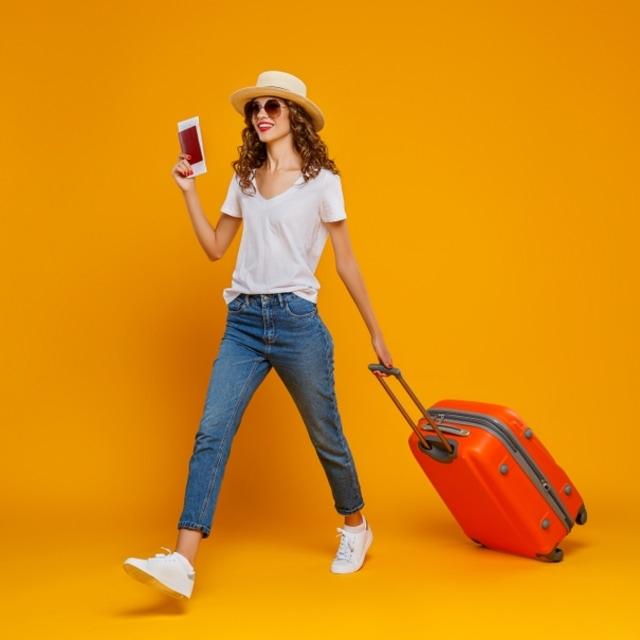 Ilustrasi wanita solo traveling