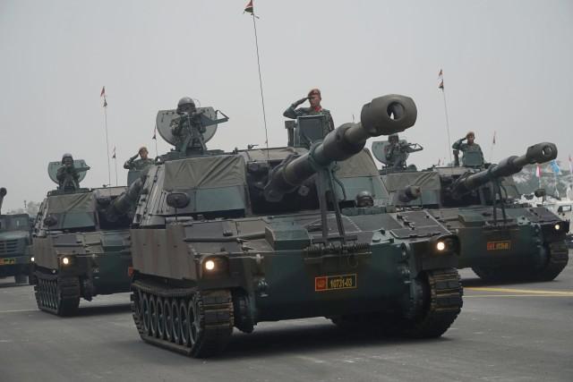 Gladi HUT 74 TNI, alutsista melakukan defile, Lanud Halim