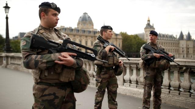 Masalah Pribadi atau Terorisme, Motif Penusukan Paris Masih Misterius (206647)