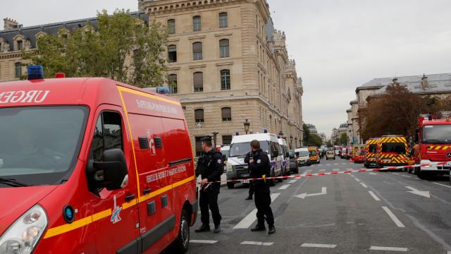 Masalah Pribadi atau Terorisme, Motif Penusukan Paris Masih Misterius (206649)