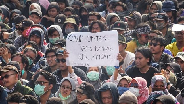 Breaking News kumparan di Tahun Ketiga: Wiranto Ditusuk, Habibie Wafat (322703)