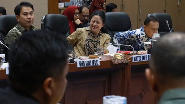 Ketua DPR RI, Puan Maharani bersiap memimpin rapat bersama dengan seluruh pimpinan fraksi DPR untuk membahas pemanfaatan ruang kerja di Komisi VII, Komplek Parlemen