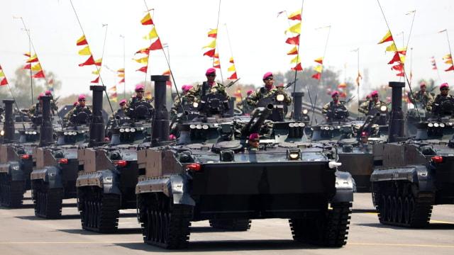 Defile Alutsista TNI, HUT ke-74 TNI