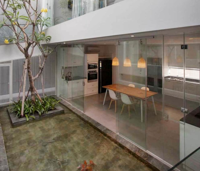 Contoh Rumah Minimalis Dan Isinya  7 ide desain taman minimalis di dalam rumah kumparan com