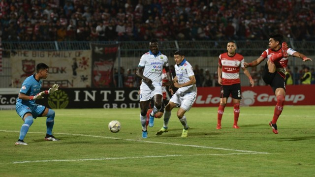 Madura United vs Persib