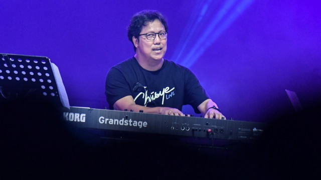 Erwin Gutawa Hadirkan Chrisye di Panggung Synchronize Fest 2019 (4694)
