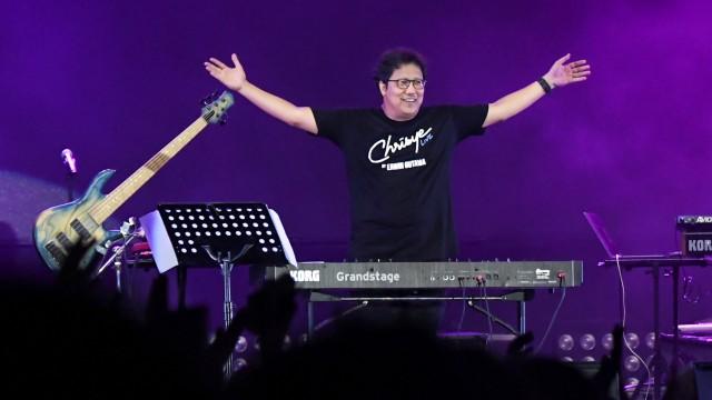 Erwin Gutawa Hadirkan Chrisye di Panggung Synchronize Fest 2019 (4697)