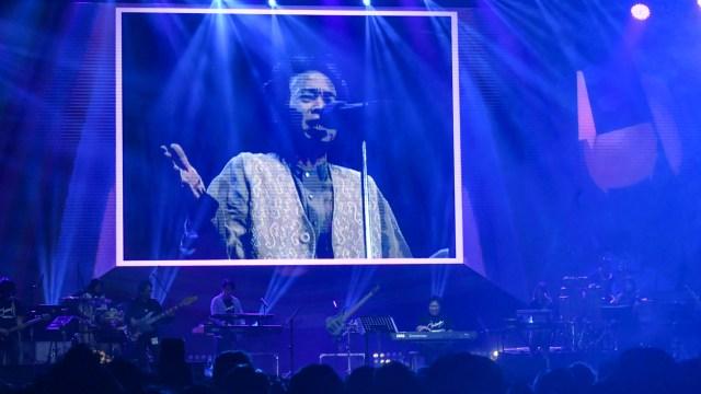 Erwin Gutawa Hadirkan Chrisye di Panggung Synchronize Fest 2019 (4698)