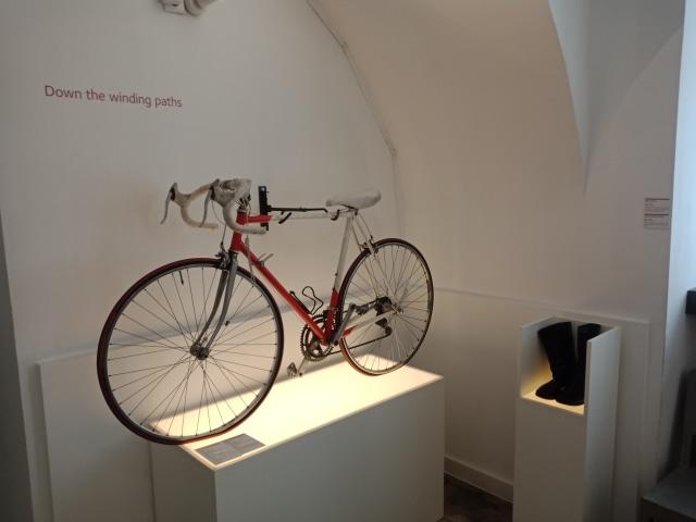 Museum of Broken Relationship, Kroasia, Sepeda dan sepatu kenangan