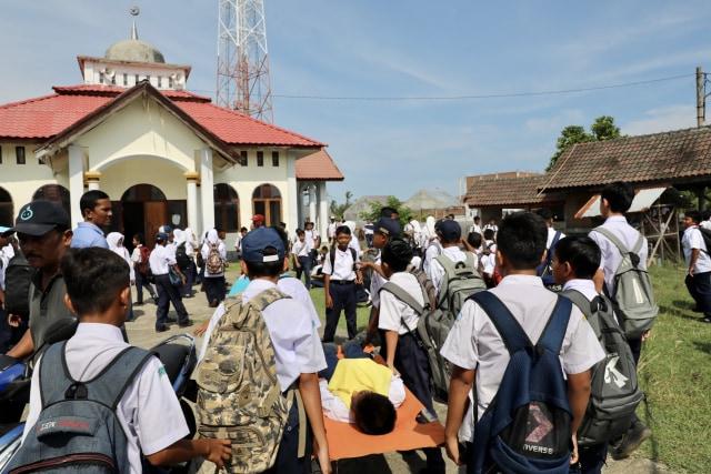 Foto: Siswa di Daerah Bekas Tsunami Aceh, Belajar Siaga Bencana (2649)