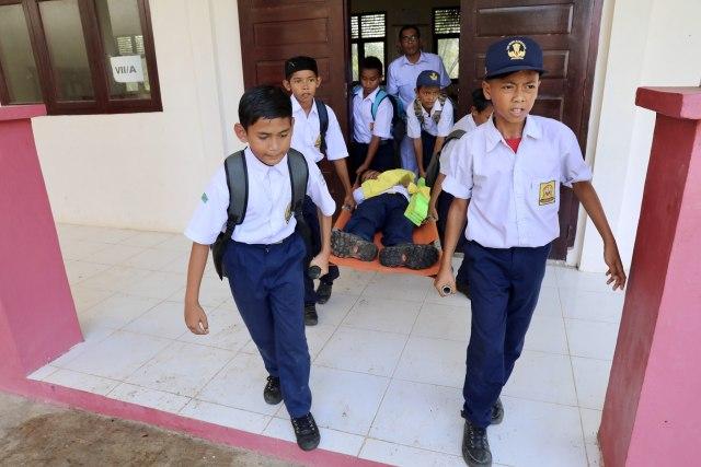 Foto: Siswa di Daerah Bekas Tsunami Aceh, Belajar Siaga Bencana (2653)