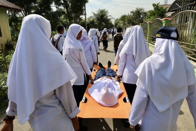 Foto: Siswa di Daerah Bekas Tsunami Aceh, Belajar Siaga Bencana (2654)