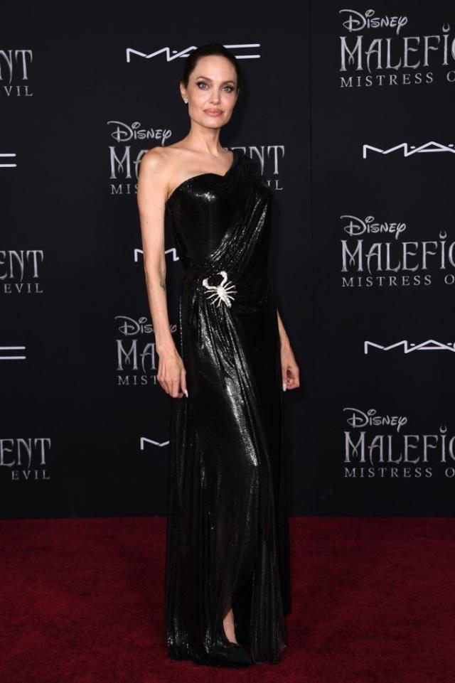 5 Rahasia Kecantikan Angelina Jolie: Perawatan Kulit Sejak Usia 11 Tahun (50475)