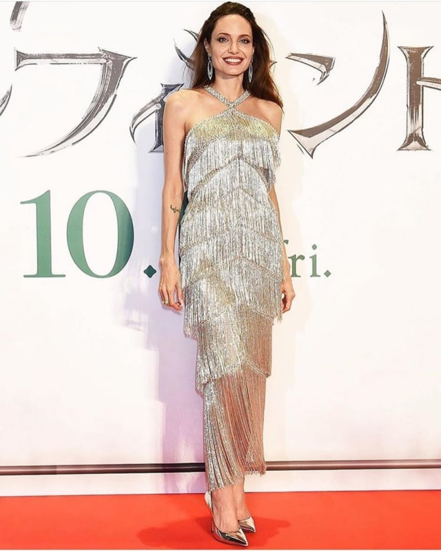 5 Rahasia Kecantikan Angelina Jolie: Perawatan Kulit Sejak Usia 11 Tahun (50472)