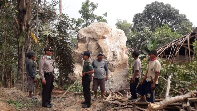 PT MSS Akan Berikan Kompensasi ke Warga Korban Runtuhan Batu Raksasa (8536)