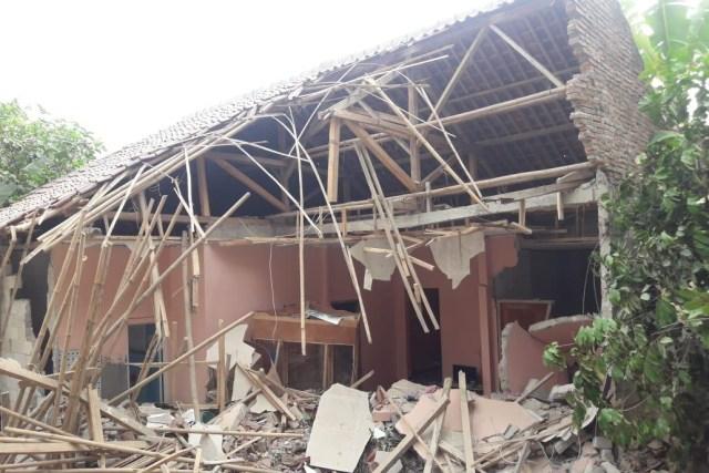 Fakta-fakta Batu Raksasa Timpa Rumah Warga di Purwakarta (11292)
