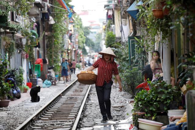 Wisatawan Tolak Penutupan Rel Kereta Instagramable di Hanoi, Vietnam (97941)
