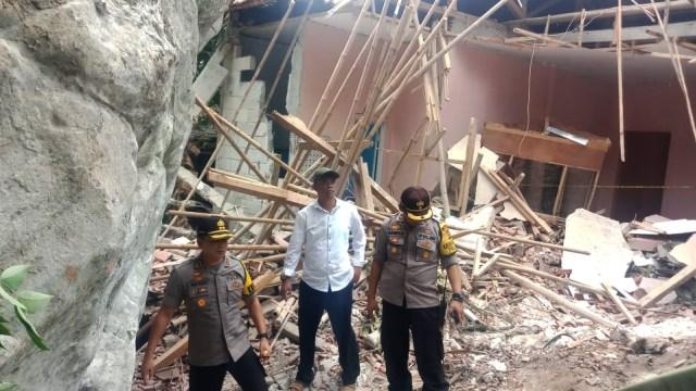 Fakta-fakta Batu Raksasa Timpa Rumah Warga di Purwakarta (11291)