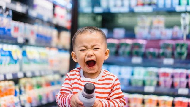 balita menjerit di supermarket