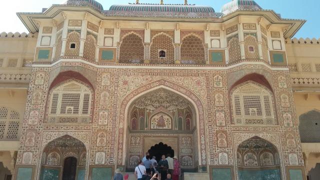 Menjelajahi Amer Fort, Benteng Berarsitektur Megah di Jaipur, India  (399450)