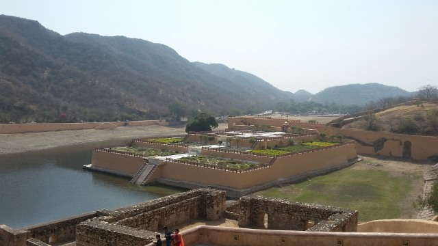 Menjelajahi Amer Fort, Benteng Berarsitektur Megah di Jaipur, India  (399453)
