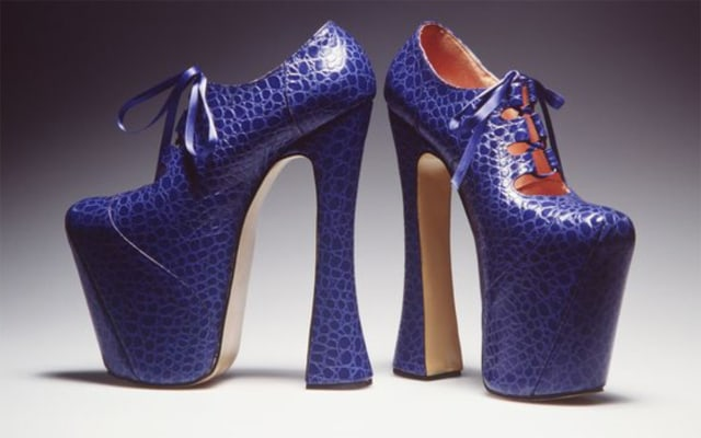 Cerita Naomi Campbell Diminta Desainer Sengaja Jatuh di Runway (226010)