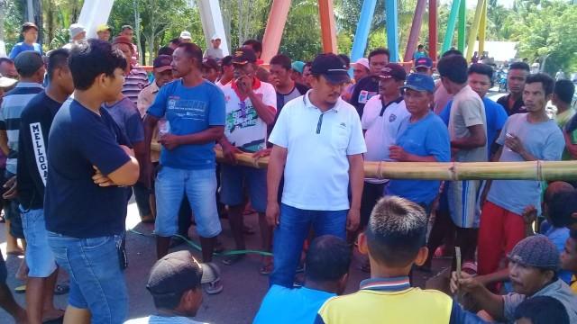 Warga Blokir Jalan, Arus Lalu Lintas Gorontalo-Sulteng Lumpuh 8 Jam (69735)