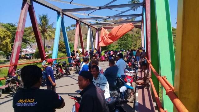 Warga Blokir Jalan, Arus Lalu Lintas Gorontalo-Sulteng Lumpuh 8 Jam (69736)