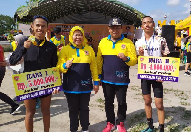 1.200 Pelari Ikuti Lomba Lari Pangkalan Bun 10K (155192)
