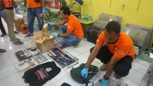 Densus 88 Temukan Kaos ISIS Milik Terduga Teroris di Indramayu (287595)