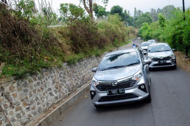Berita Populer: Etika Mengemudi Mobil di Tanjakan; Vespa Lawas Rp 150 Juta (6332)