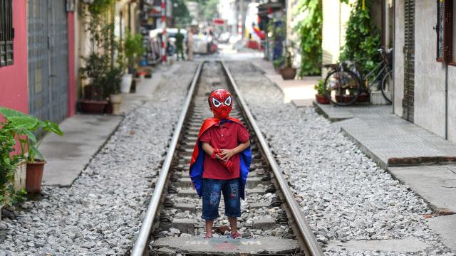 Wisatawan Tolak Penutupan Rel Kereta Instagramable di Hanoi, Vietnam (97942)