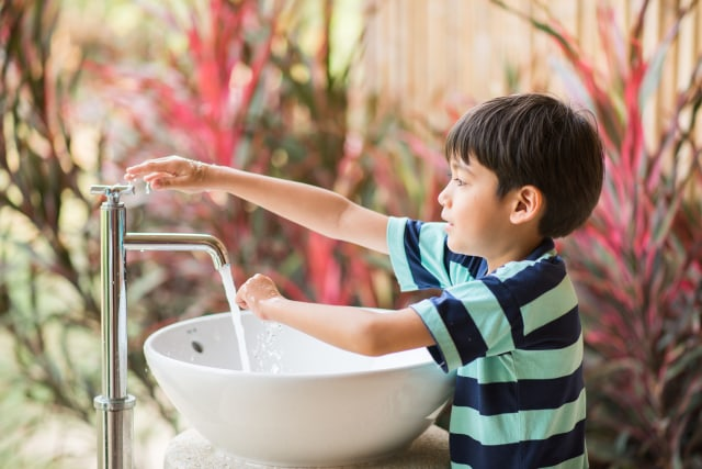 Ilustrasi mencuci tangan dengan sabun