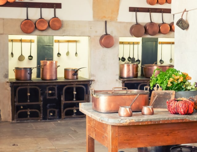 Ilustrasi peralatan dapur dari tembaga