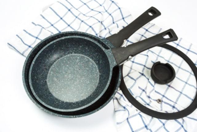 Ilustrasi peralatan dapur dari keramik