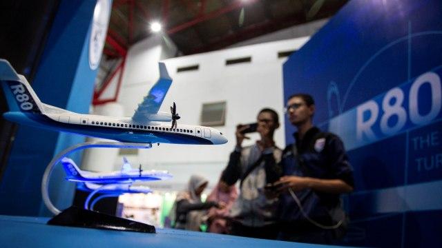 Jokowi Hapus Proyek Pesawat R80 Habibie, Lanjutkan Kereta Cepat Jakarta-Bandung (111014)