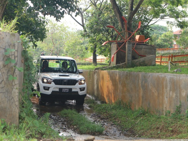 Perang Harga Mahindra Scorpio, Mitsubishi Triton dan Toyota Hilux (101401)