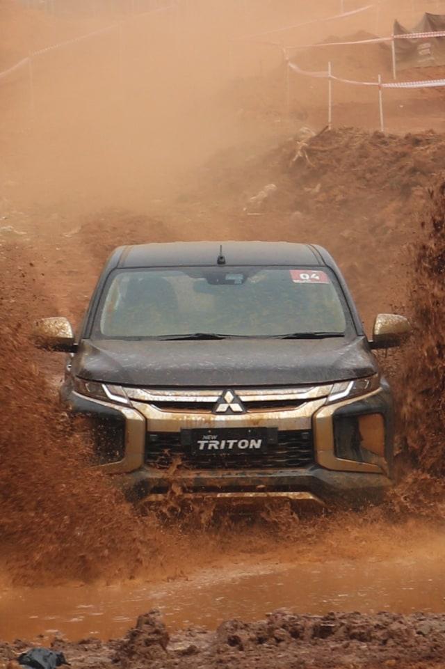 Perang Harga Mahindra Scorpio, Mitsubishi Triton dan Toyota Hilux (101403)