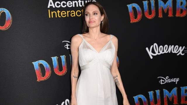 7 Rekomendasi Film Yang Dibintangi Angelina Jolie Kumparan Com