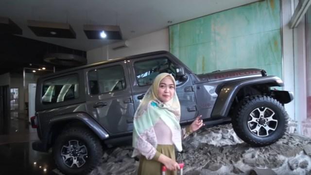 Subscriber Bertambah, Ria Ricis Belikan Ayahnya Jeep Seharga Rp 1,8 M (45430)